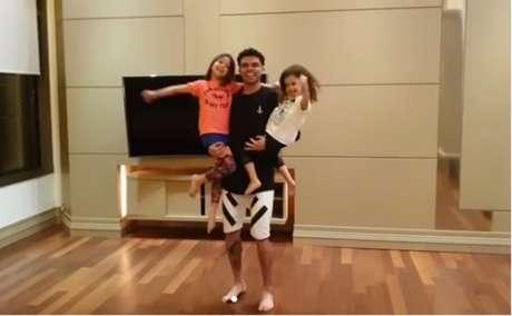 0aaffcf31d Pepe dança com as filhas Angeli e Emely (Foto  reprodução Instagram)