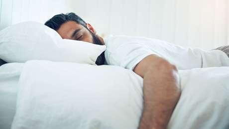 Os especialistas recomendam ao menos 8 horas de sono diárias, a menos que você tenha uma mutação genética rara