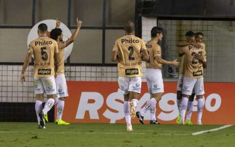 Santos scored a goal scored against Botafogo: The team did not win for five games (Photo: Richard Calis / Fotoarena)