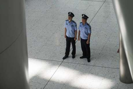 Carro atropela estudantes e mata 5 crianças na China