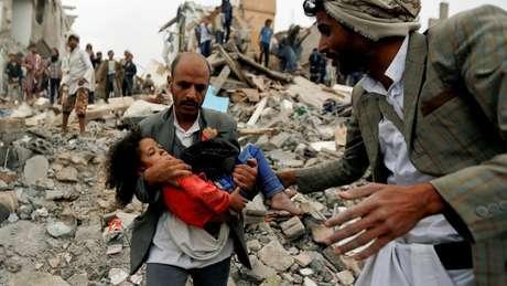 A maior parte das vítimas civís foram alvejadas por ataques aéreos das forças da coalizão.
