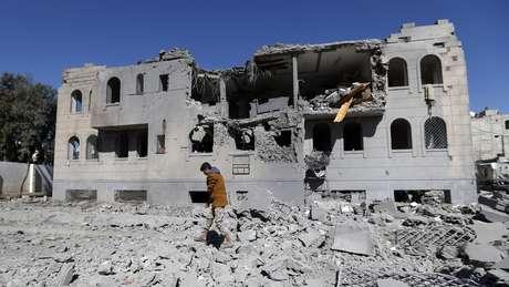 A guerra dura mais de três anos e nela já morreram 6.800 pessoas.