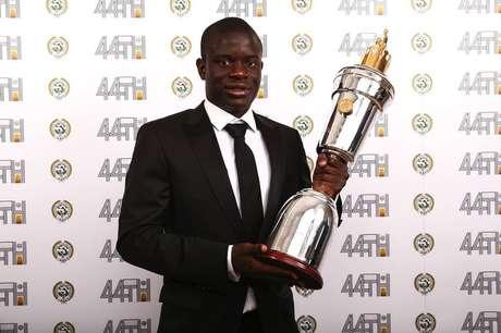 N'Golo Kanté é eleito melhor jogador da Inglaterra na temporada 2016/2017