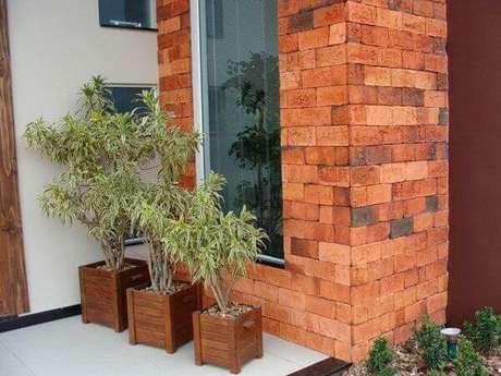 13- O revestimento de parede externa com tijolo cerâmico enfeita e leva conforto térmico a residência. Fonte: Ville Rose Cerâmica