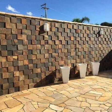 20- O revestimento de parede externa confere elegância, sofisticação e agrega valor ao imóvel. Fonte: Decorando Casas