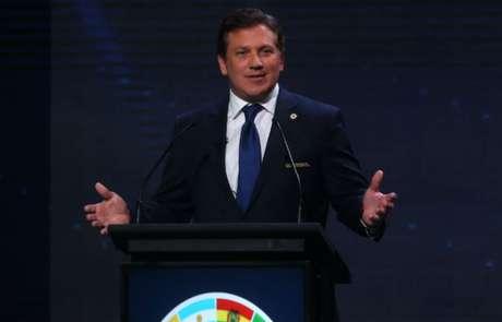 Alejandro Domínguez, presidente da Conmebol, confirmou o duelo (Foto: CLAUDIO REYES / AFP)