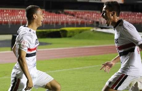 Antony e Igor Gomes comemoram gol tricolor - Divulgação/saopaulofc.net