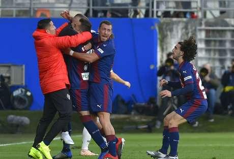 Eibar fez o que quis com o Real Madrid (Foto: AFP/ANDER GILLENEA)