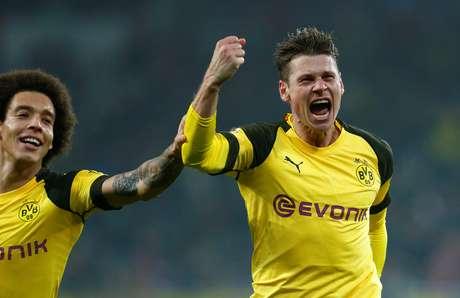 Piszczek comemora gol do Borussia Dortmund