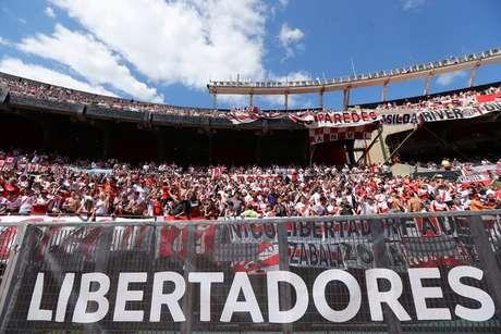 Estádio Monumental já está lotado para a partida que estava marcada para as 18h (de Brasília)