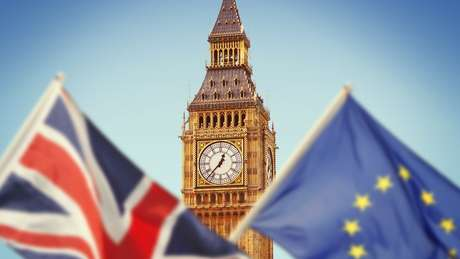 Parlamentaresm pró-Brexit questionam se o acordo garantirá, de fato, a retomada do controle das fronteiras do território britânico. Outros que defendem a permanência do Reino Unido na União Europeia querem um novo referendo