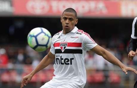 Zagueiro Bruno Alves retorna de suspensão e será titular contra o Sport, na segunda (Rubens Chiri/saopaulofc.net)