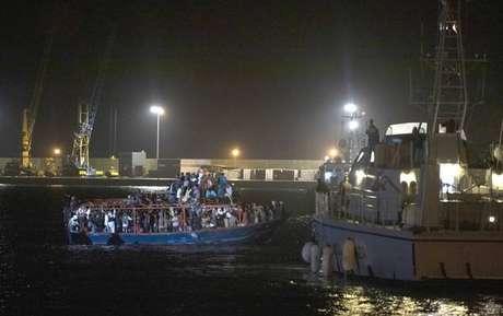 Desembarque de migrantes em Pozzallo, na Sicília