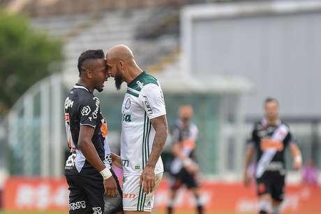 Felipe Melo e Kelvin discutem