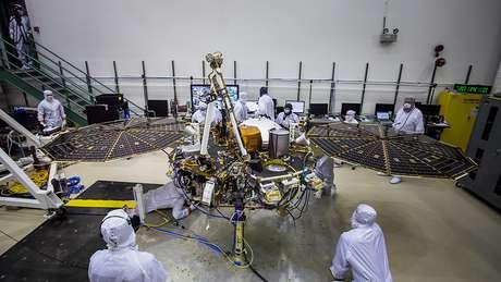 Robô é configurado não só para enfrentar desafios no pouso em Marte mas também para sobreviver em suas gélidas temperaturas