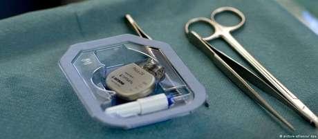 Cirurgia de marcapasso em hospital da Alemanha