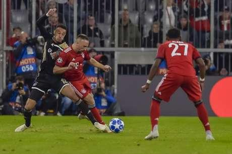 Bayern e Ajax estão bem próximo da classificação antecipada (Foto: Guenter Schiffmann / AFP)