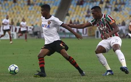 Digão, à direita, está no fluminense, mas terá de reapresentar no Cruzeiro com mais 17 jogadores emprestados- Reginaldo Pimenta / Raw Image