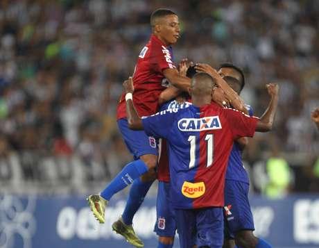 Comemoração do gol de Alex Santana, do Paraná Clube, em partida contra o Botafogo