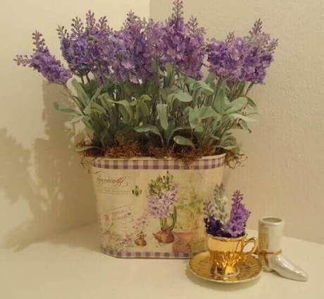 38- A lavanda é uma das plantas para dentro de casa que exala um perfume muito agradável. Fonte: Flores.Culturamix