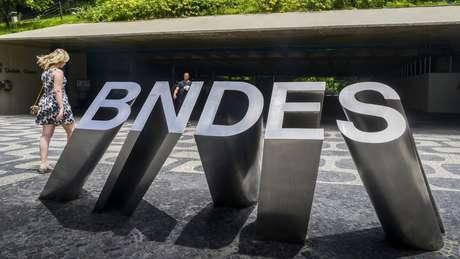 A partir de 2015, BNDES passou a publicar informações detalhadas sobre suas operações e íntegra de contratos