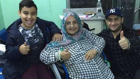 Arij Altai com o marido e o filho no Iraque: reencontro era o último desejo da mulher, que vivia no Reino Unido