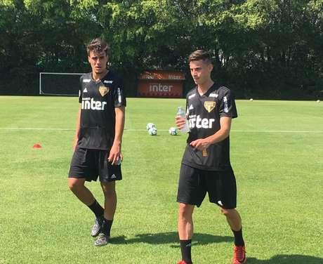 Igor Gomes (à esquerda) estreou com a camisa do São Paulo no jogo contra o Sport (Fellipe Lucena)