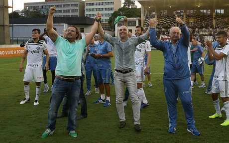 Alexandre Mattos, Maurício Galiotte e Felipão comemoram o título em São Januário (Foto: Cesar Greco)