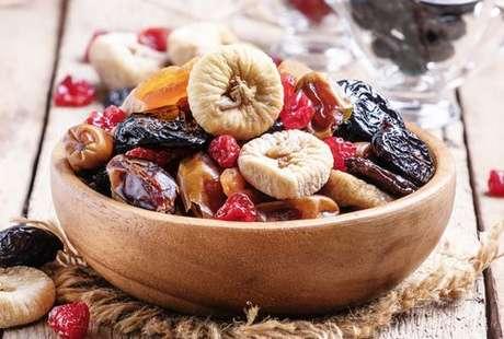 Conheça outras frutas secas além da uva-passa