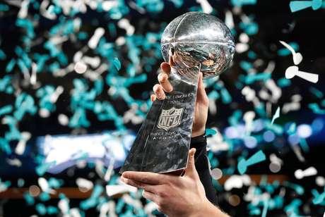 O troféu do Super Bowl LII foi levantado pelo Philadelphia Eagles