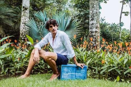 Além dos shorts de banho, a marca comercializa bermudas de linho e sarja, camisas de linho e camisetas