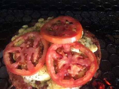 Linguiça pizzaiolo na churrasqueira