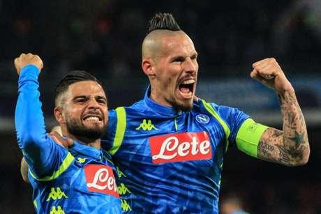 Mertens e Hamsik foram os autores do gols do Napoli na partida (Foto: AFP)