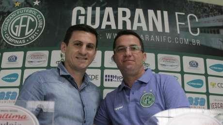 Osmar Loss foi apresentado no Guarani por Fumagalli, superintendente de futebol do clube campineiro.