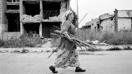 A guerra em Sarajevo durou entre 1992 e 1995, matando mais de 11.000 civis; hoje é possível se hospedar em um hotel que recria aquela época