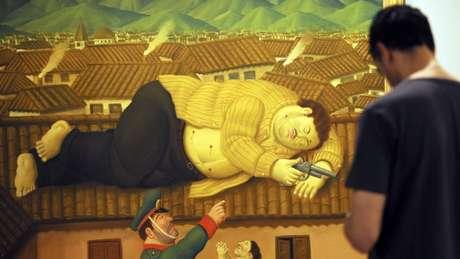 """A tela """"Pablo Escobar muerto"""", apresentada em 2006, encontra-se no Museu de Antioquia, na cidade de Medellín."""