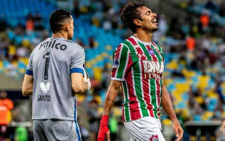 Júnior Dutra foi visto como um problema na reta final do Flu (Foto: Magalhaes Jr / Photopress)