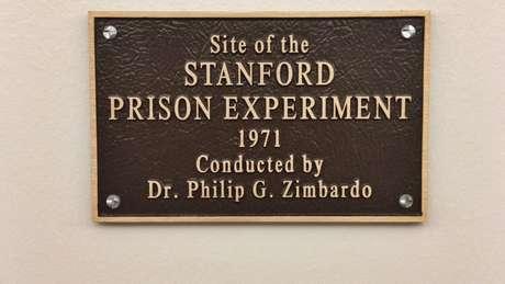 Placa relembra o experimento, que inspirou três filmes e vários livros