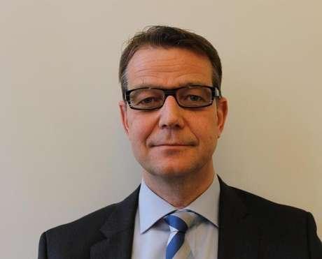 Juiz Carsten Helland gargalhou ao ser questionado se magistrados suecos considerariam reivindicar benefícios extra-salariais