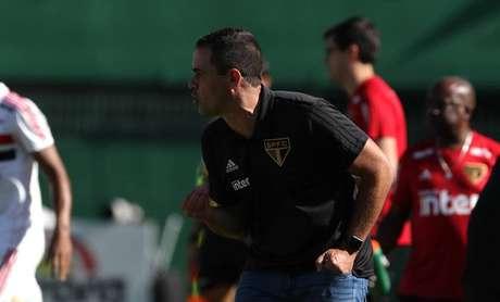 O técnico André Jardine durante a derrota do São Paulo para a Chapecoense por 1 a 0 neste domingo.