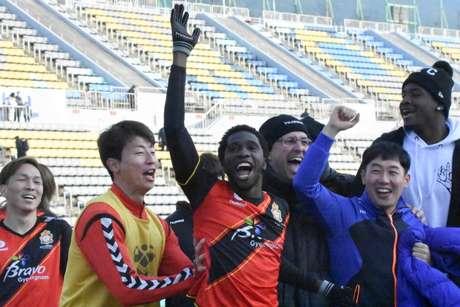 Negueba marcou o gol do empate do Gyeongnam no último jogo do Campeonato Coreano (Divulgação)