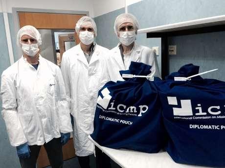 Grupo de Trabalhos Perus entrega amostras ósseas e de sangue a laboratório estrangeiro