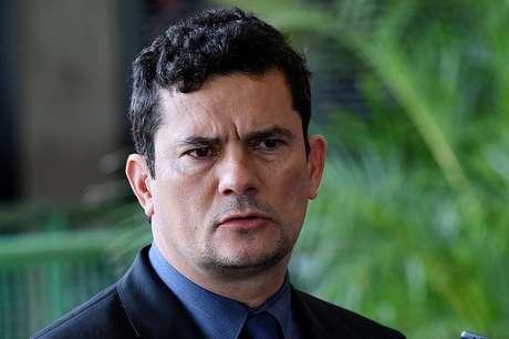 Para o advogado Cristiano Zanin Martins, que defende Lula neste caso, Sérgio Moro produziu provas que não possui as condições para julgar o petista.