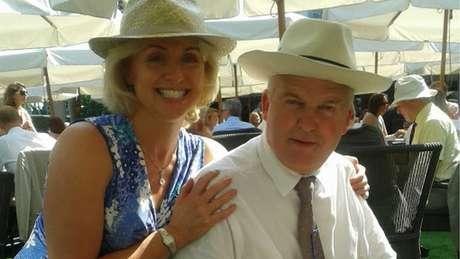 Deborah e Simon: Marido foi diagnosticado com doença incurável e decidiu se submeter à eutanásia, na Suíça