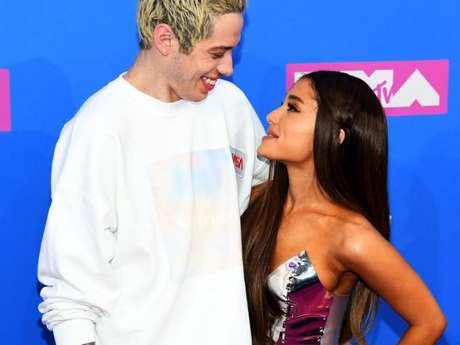 Ariana Grande defende Pete Davidson e pede para fãs pararem de atacá-lo