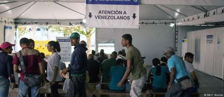 Venezuelanos na cidade de Pacaraima, em Roraima