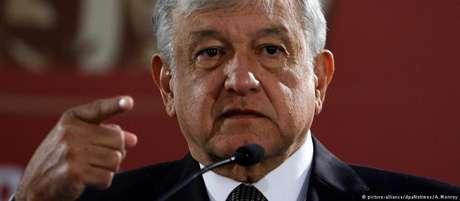 """López Obrador promete """"acabar com os foros e os privilégios"""""""