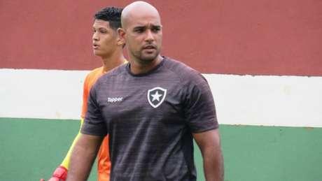 Felipe Lucena assumiu a equipe Sub-20 do Glorioso no início do mês passado (Fabio de Paula / BFR)
