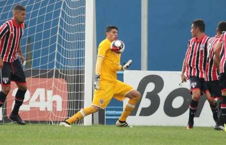 Lucas Paes ainda não estreou como profissional do São Paulo (Igor Amorim/saopaulofc.net)