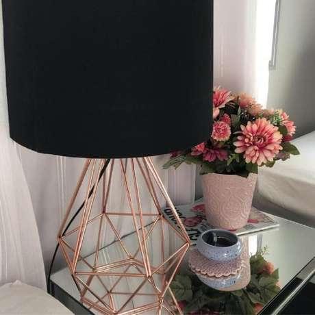 12. A cor rose gold pode ser usada apenas em alguns detalhes da decoração – Foto: Apto 33
